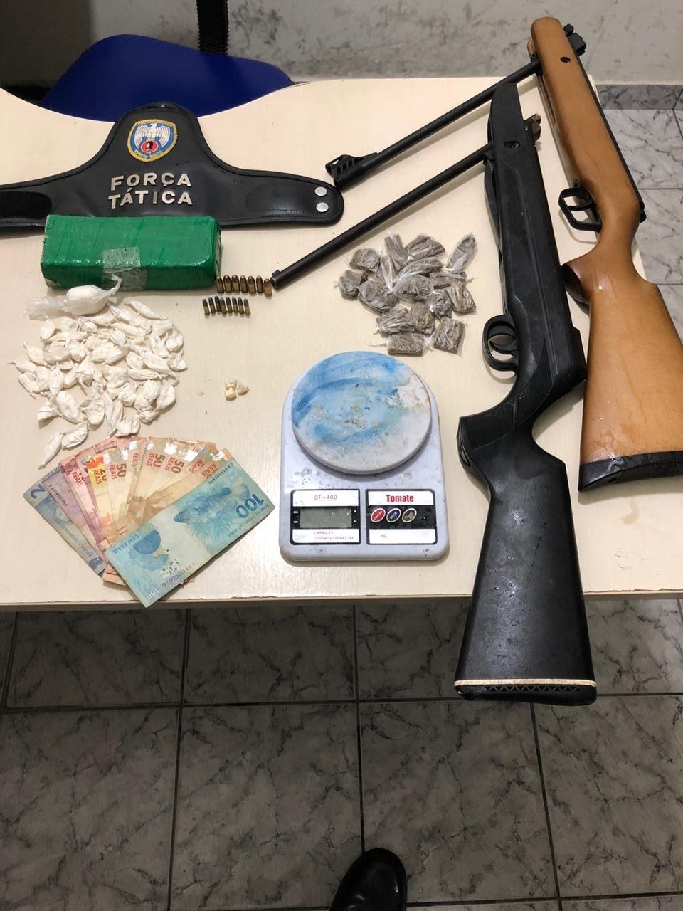 Policiais do 13º BPM realizam apreensão de armas e drogas no balneário de Guriri e na Vila de Itaúnas