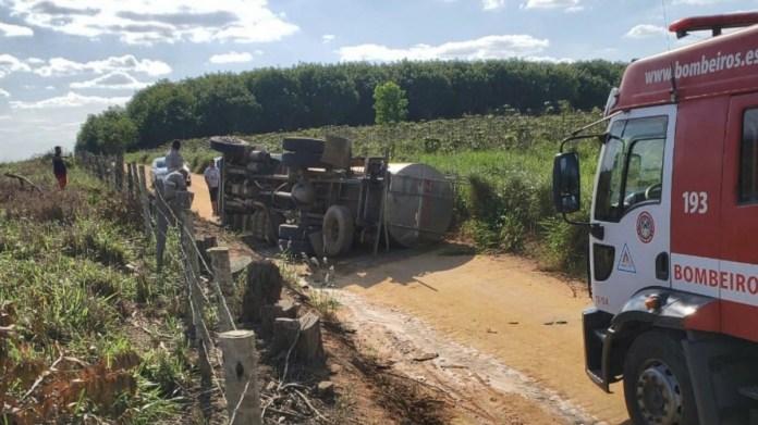 Criança morre após caminhão tombar em Boa Esperança