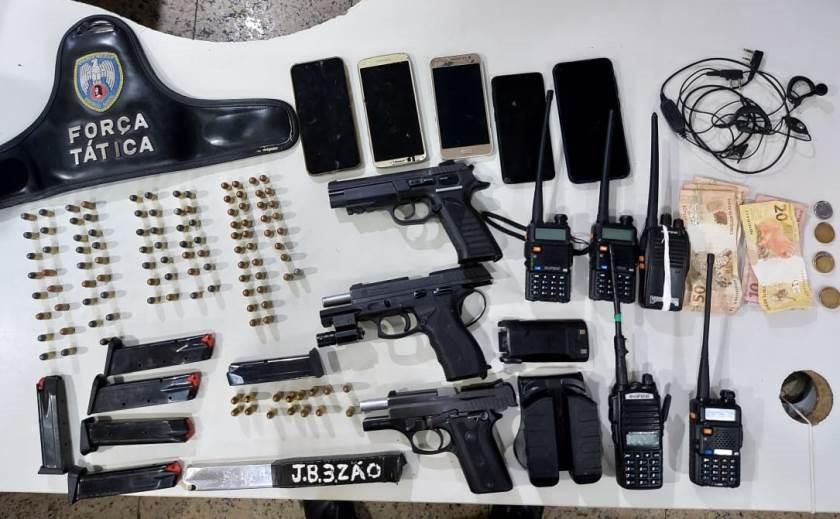 Polícia Militar apreende armas, munições e rádios comunicadores no Bairro da Penha