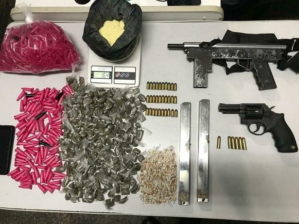 PM apreende armas, drogas e munições no fim de semana em Aracruz