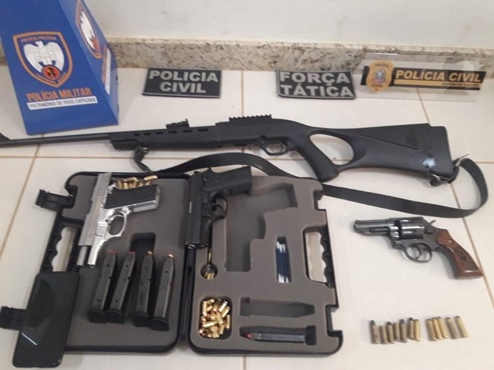 Quatro armas e 70 munições são apreendidas durante operação conjunta entre PM e PC