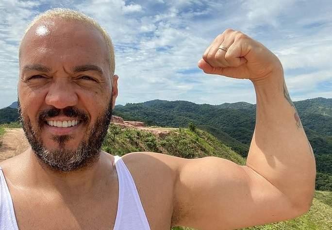 Cantor Belo é preso por show com aglomeração no Rio de Janeiro
