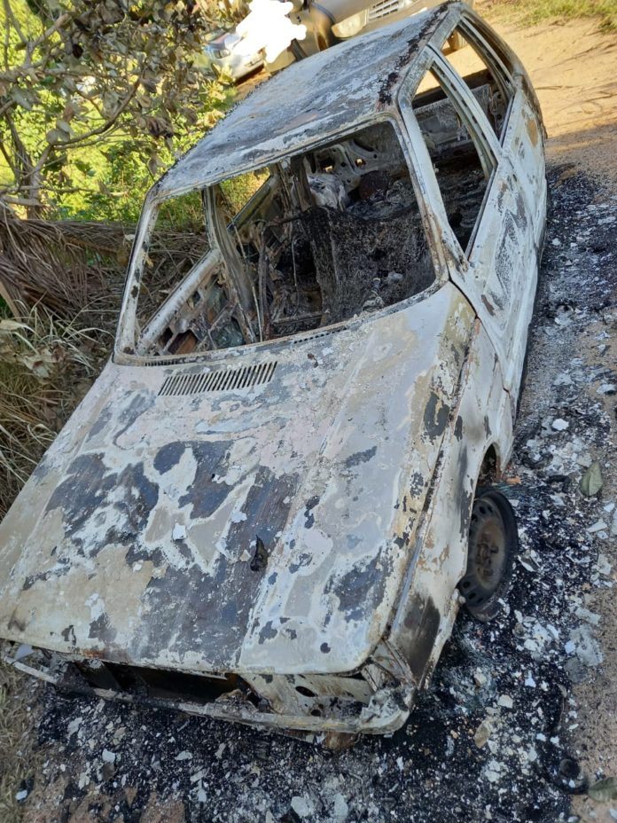 Corpo carbonizado é encontrado dentro de carro na zona rural de Pinheiros