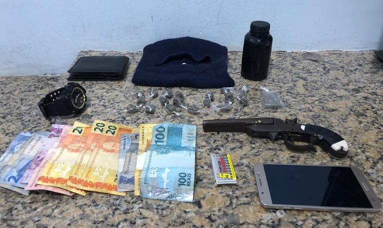 PM apreende armas, drogas e produtos de furto no fim de semana em Pinheiros e Vila Pavão