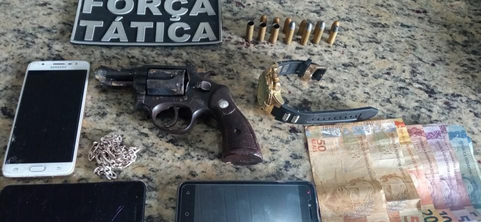Policiais militares e civis apreendem armas, drogas e detêm 14 pessoas durante Operação Estado Presente