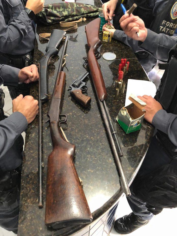 PM apreende drogas, armas e munições em Mantenópolis