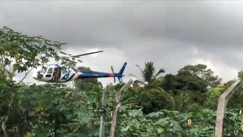 Polícia persegue criminosos usando helicóptero e recupera veículo roubado na Serra