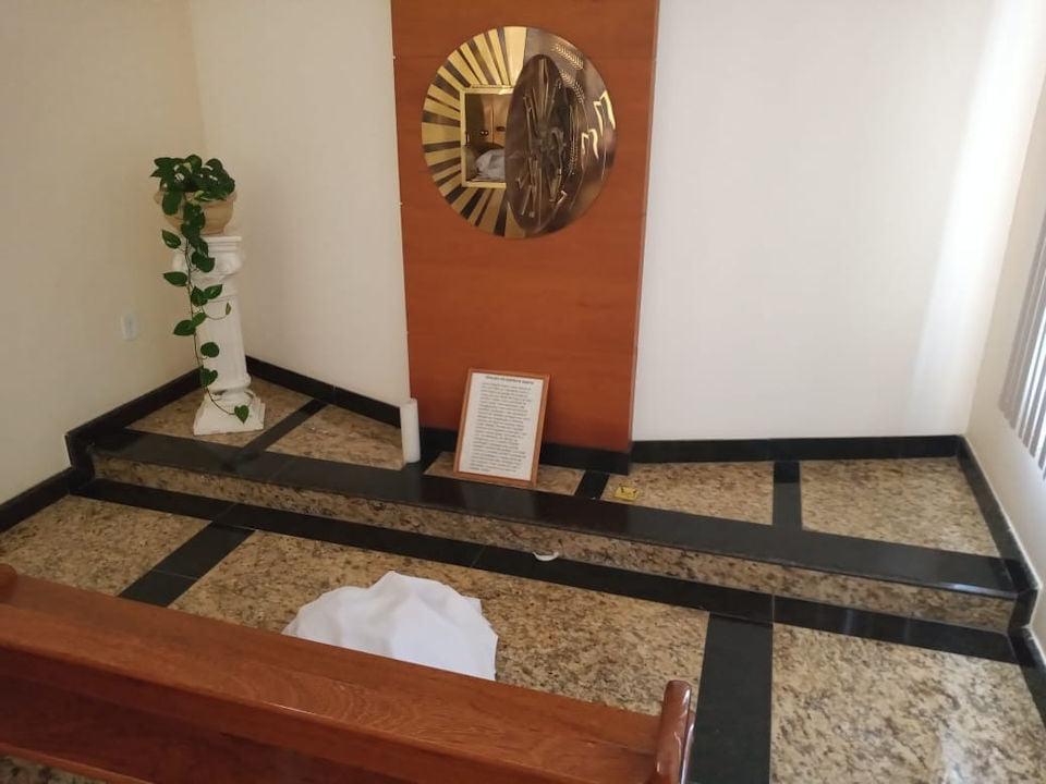 Igreja católica de Vila Pavão é invadida e objetos sacros são furtados