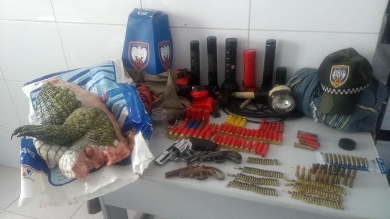 BPMA apreende armas e carne de jacaré durante cumprimento de mandado em Linhares