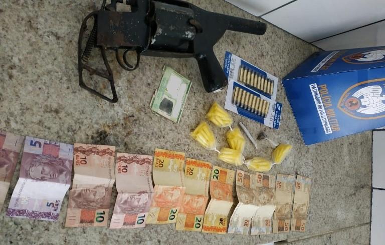 Operação policial detém cinco pessoas, apreende arma e droga em Boa Esperança