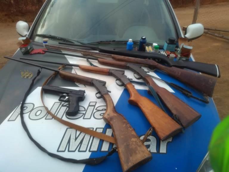 PM apreende droga, munição e 12 armas em Pancas e Alto Rio Novo
