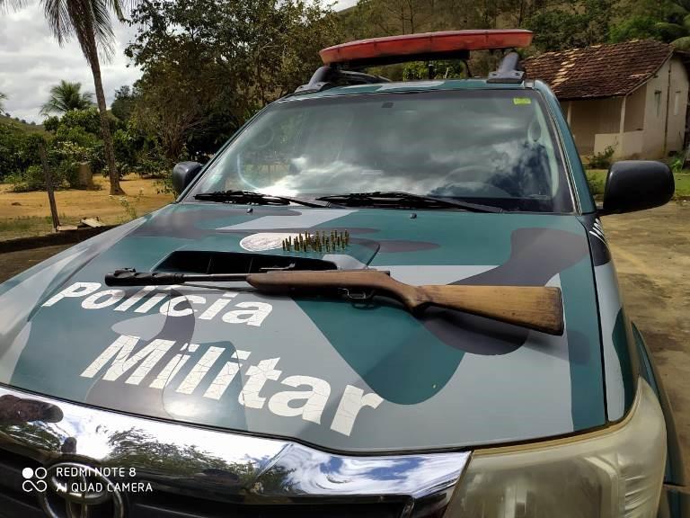 BPMA apreende arma, munições e papagaios em São Gabriel da Palha