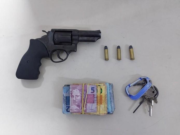 PM apreende arma e recupera dinheiro após assalto em Vila Velha