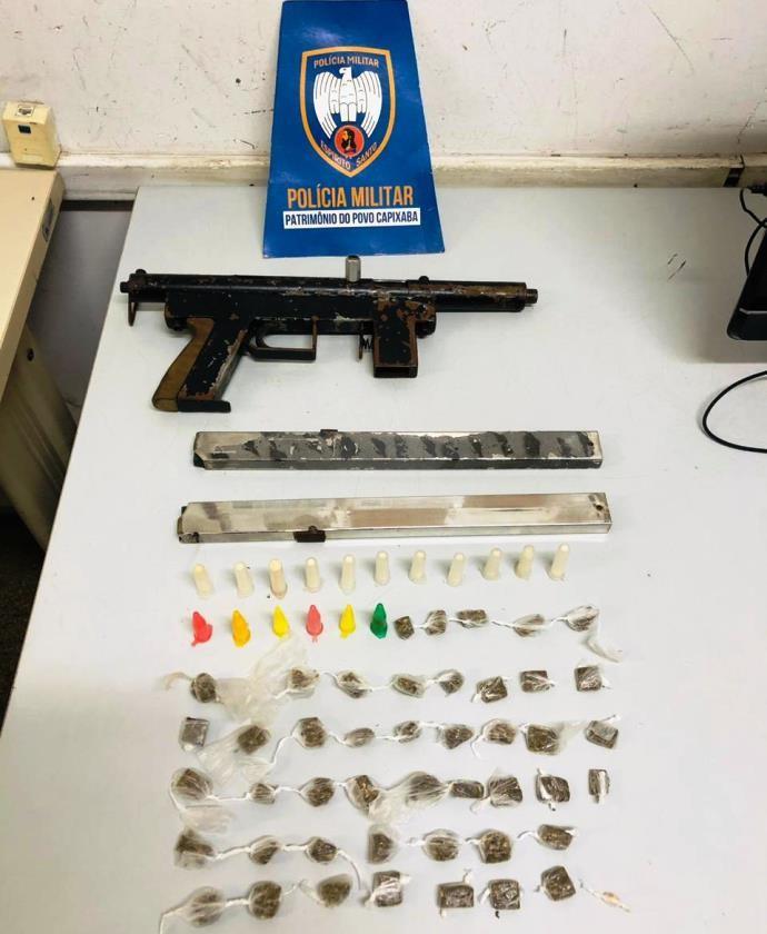 Militares do 6º Batalhão apreendem drogas e uma submetralhadora em Serra