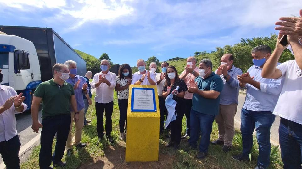 Governo do Estado entrega obra de recuperação da ES-297 em Bom Jesus do Norte