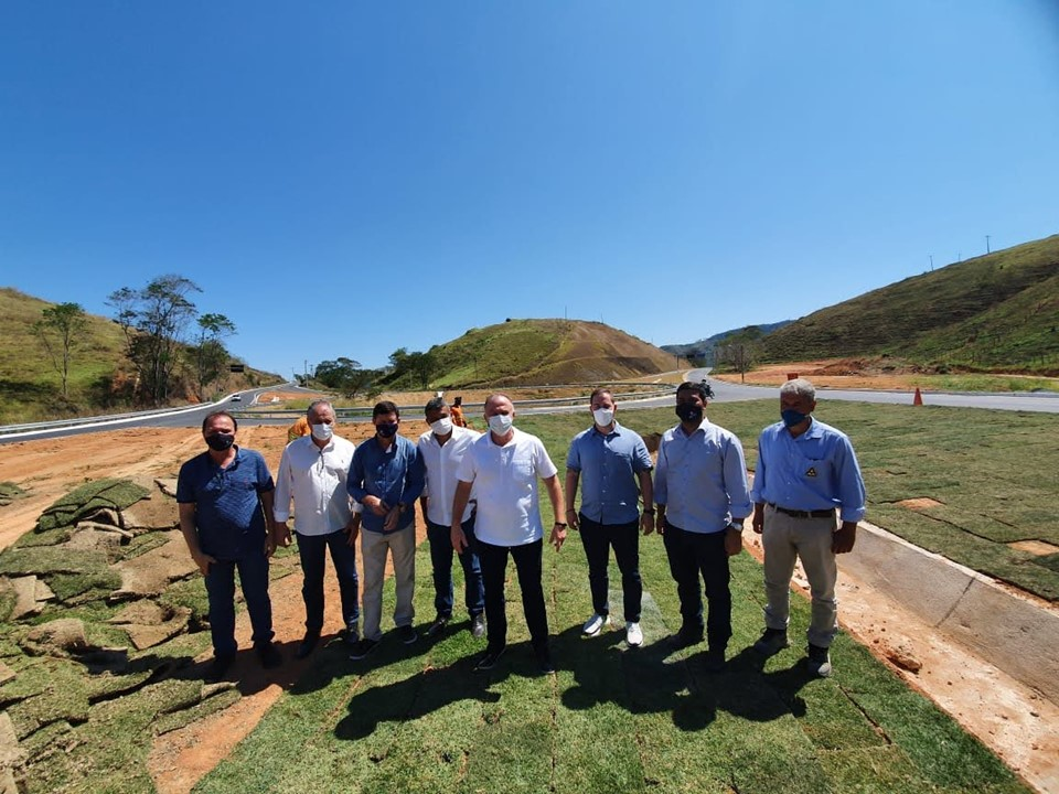 Governador Casagrande visita obras rodoviárias e hospital no sul do Estado