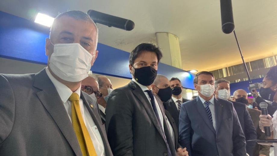 Evair de Melo acompanha Jair Bolsonaro no lançamento da Semana das Comunicações