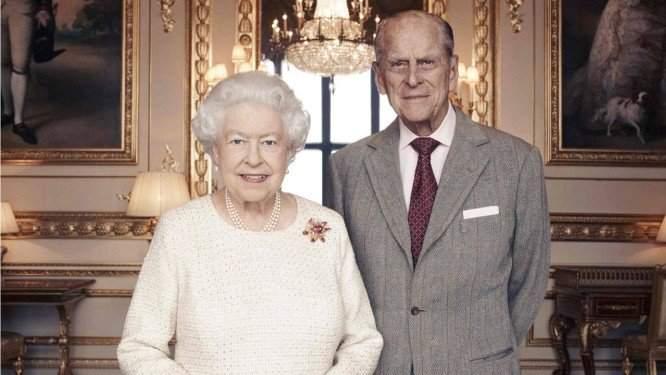 """Príncipe Philip é internado """"por precaução"""" após passar mal"""