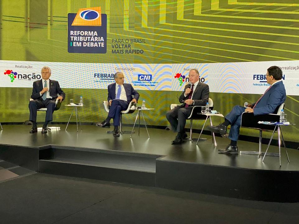 Governador Casagrande participa de debate sobre reforma tributária, em Brasília