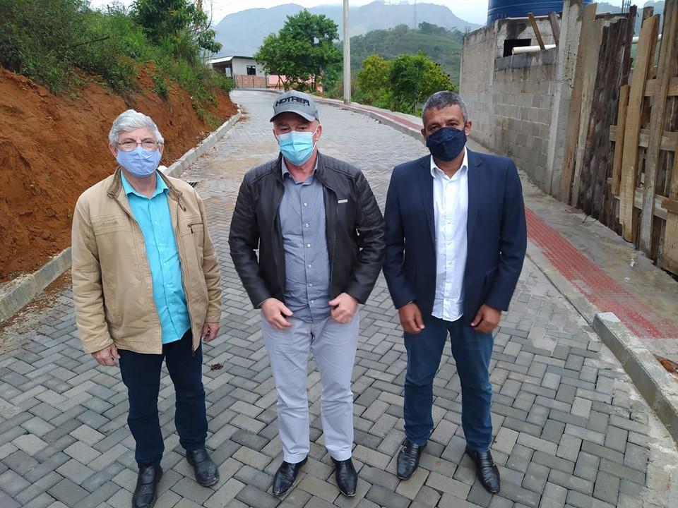 Governador visita obras rodoviárias e de reconstrução de pontes em Vargem Alta e Castelo