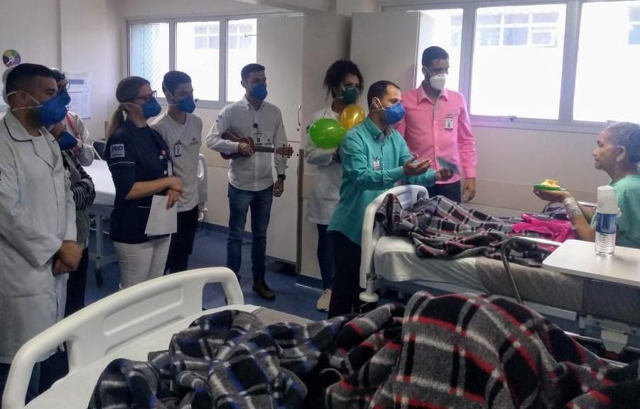 Pacientes ganham festa de aniversário no Hospital Estadual de Urgência e Emergência